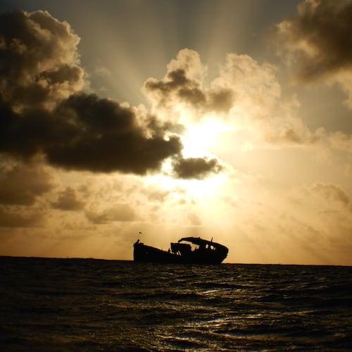 Heron Island - Sunset on the wreck 01