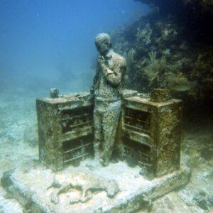 The MUSA Diving Cancun Underwater Museum - Manchones Reef - Desk